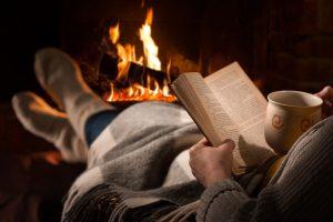 Lezen bij de open haard