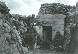 Dodengang - soldaten bij betonnen abri