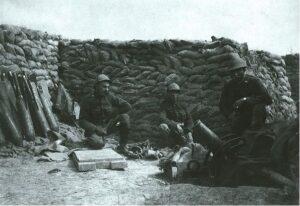 Dodengang - soldaten met mortier in loopgraven